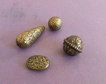 DIY: Set of 4 resin beads for necklace, bracelet...