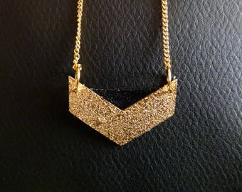Black leather necklace and his geometric color gold