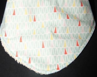 Bandana bib reversible geometric patterns: fashion and practical!