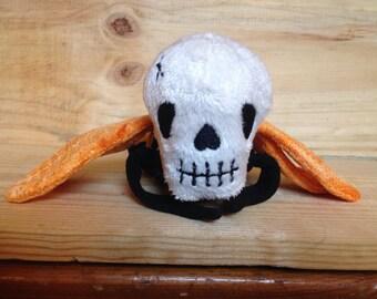 Ceri the Busy Bee, cute, stuffed, skull/bee hyrbid