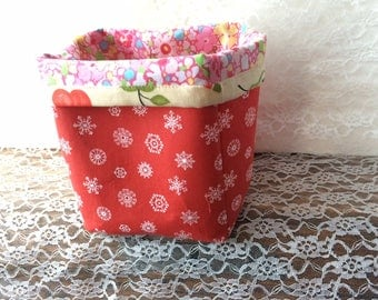 Red table basket with snowflakes