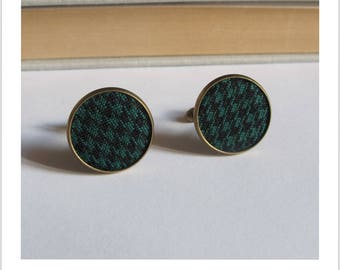 Chicken foot black and green man cuff links