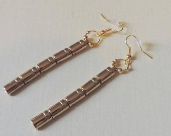 Golden chain elements earrings