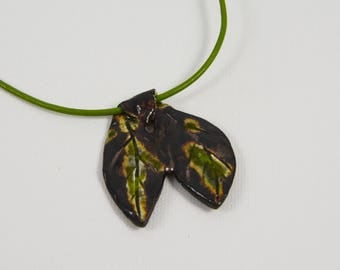 duo of ceramic leaf pendant