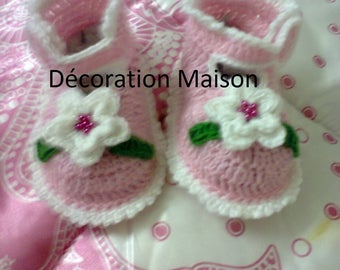 Pink baby shoe with white crochet flower