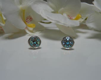 Earrings made of iridescent white rhinestone resin Cabochon