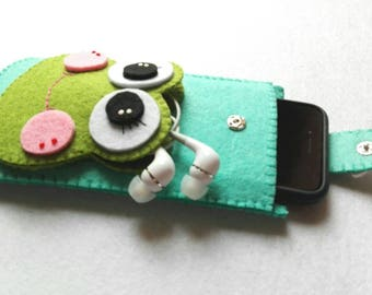 Mobile phone case with felt earphone holder cell phone case with earphone case
