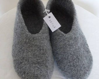 medium 42/43 gray felted men slippers