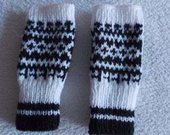 Jacquard wool mittens black and white
