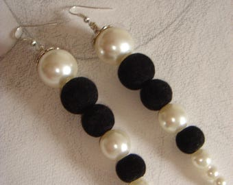 Black velvet beads collection: lovers