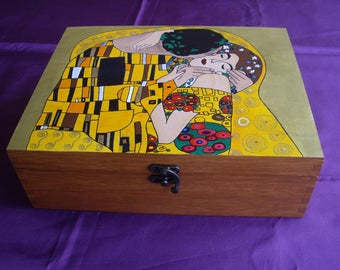Anniversary gift Personalized box with Klimt's Kiss Hand-painted wooden jewelery box Wood box Jewelry box Jewelry storage Custom gift