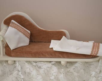 Daybed in white acrylic painted wood and velvet taupe, with pillow and blanket