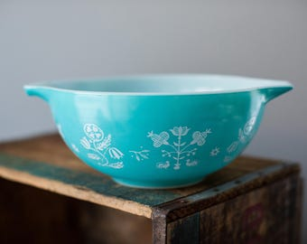 Vintage Pyrex 443 Turquoise Embroidery Needlepoint Cinderella Mixing Nesting Bowl