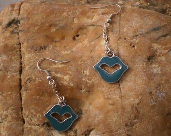 Fancy blue lips earrings