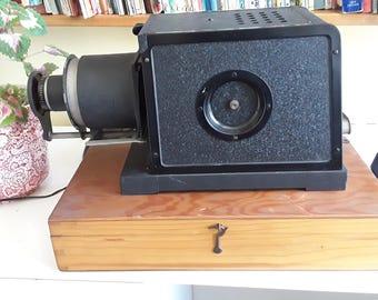 Laterna Magica old electronic slide projector Trioflex with Triplan objective