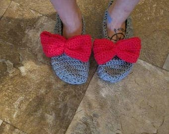 Custom crochet slippers with bow