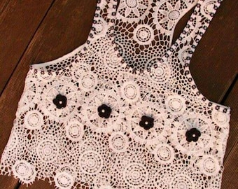 fancy playful lace top with crochet flowers for ladies and young fashion