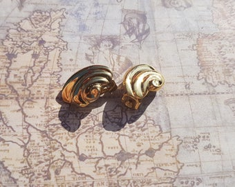 Vintage Gold Plated Shell Shaped Clip on Earrings.