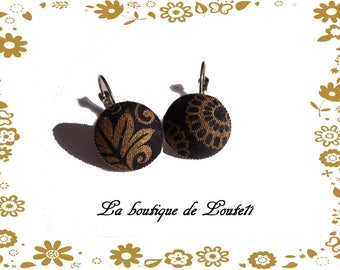Stud Earrings in black and gold