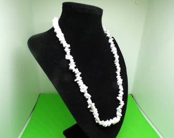 White howlite chips necklace