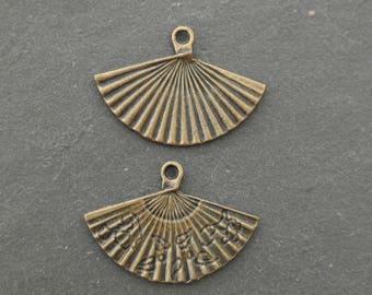 bronze 1 fan charm 24 x 17 mm