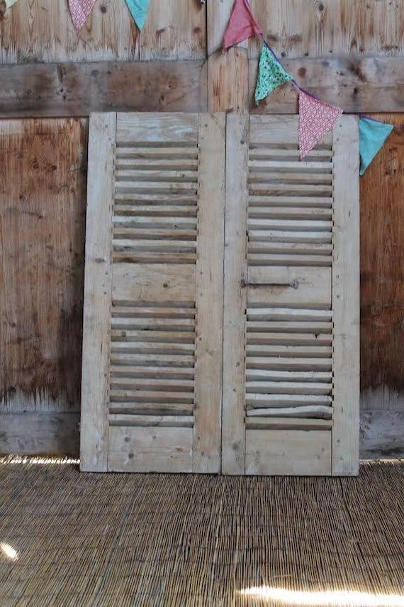 persiennes anciennes en bois patin es bleu gris style. Black Bedroom Furniture Sets. Home Design Ideas