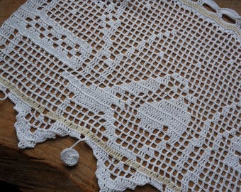 lovely robin way old crochet curtain