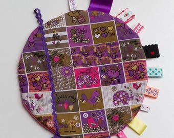Taggy circles in shades of pink and purple
