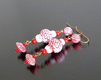 Earrings Oriental red and white.