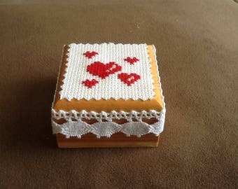 For small teeth or pill boxes made by hand