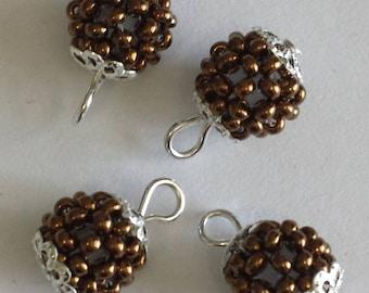bronze 4 pendants (2mm) beads
