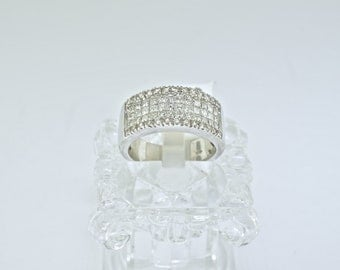 18k White Gold And Diamond Ring. Size 7