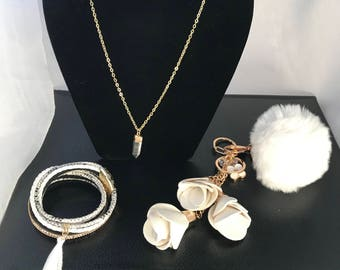 kit neckles,bracelet,keychain pompom and keychain flower leather.All in white.