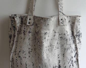 Grey shoulder bag with soft leather.