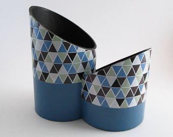 Pot à crayons design deux compartiments en carton recyclé motif géométriques bleu/gris/noir - Exemplaire unique