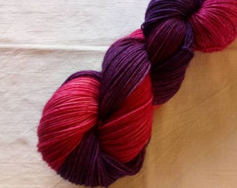 100g hand dyed socks wool in pink/lilac
