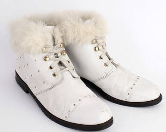 EU 40 - White vintage shoes - womens size UK 6,5 / USA 9 - 1980s ankle boots for women - 80s lace up winter boots - leather with fur . studs