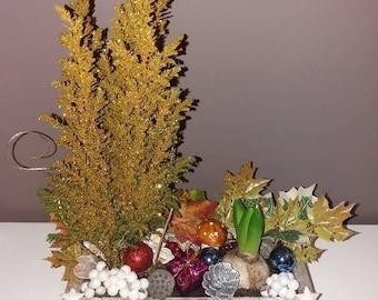 Natural and artificial flower arrangement