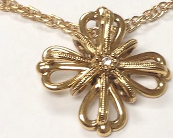 Gold toned pendant necklace with a beatiful cross shaped pendant