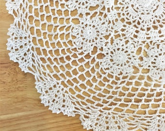 Vintage Large White Crochet Doilies / Round Bright White Lace Doily / White Crochet Table Cloth / Vintage Table Decor / Vintage Wedding