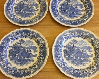 4 x blue willow dinner plates