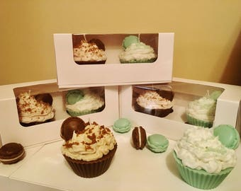 Cupcake candles with macaroon