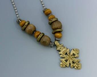 Copte éthiopienne Croix collier, chaine bille en acier inoxydable argenté et perles de bois. N ° 6.