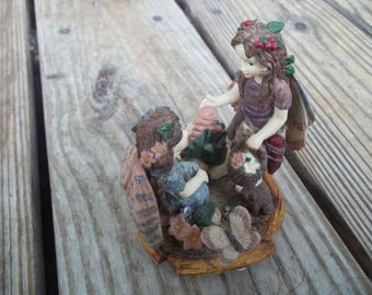 FERNWOOD Hollow Figurine Forest Treasures Youngs Inc. 1997 Hand Made China EUC
