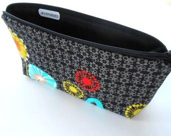 Large Cosmetic Bag Flat bottom Zipper Pouch Padded ECO Friendly NEW Posey on Black