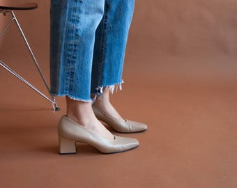beige stacked heel pumps / classic leather pumps  / 8.5 N / 849s