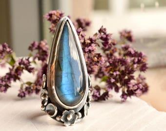 Silver Saddle Ring, Botanical Ring, Labradorite Ring, Flower Ring in Detailed Setting, Handmade Artisan Ring