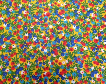Small Floral Print Fabric - 2 Yards - Red Green Floral / Small Print / Small Floral Print / Vintage Calico / Vintage Fabric