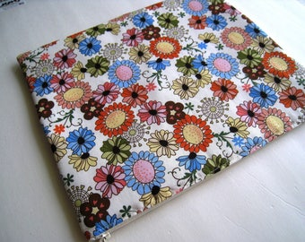 "Retro Flowers - Macbook 13"" Air or Macbook 13 Inch Pro - Laptop Case - Laptop Sleeve - Cover - Bag - Padded and Zipper Closure"