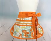 Sassy Haf Vendor Apron, with 6 pockets ~ Great fo Vendors, Gardening, teachers, Farmers Marlet